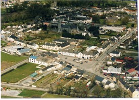 Photo:Old jail grounds behind building with blue roof on left centre of image