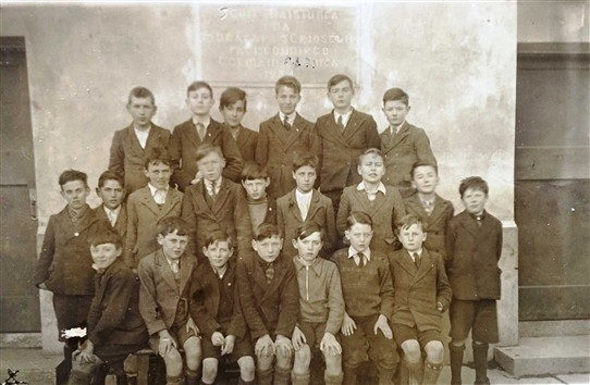 Photo:1937 Class 6 Christian Brothers-Jimmy Morris second row, second in from right