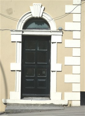 Photo:The Gibbson doorcase with adjoining quoin stones