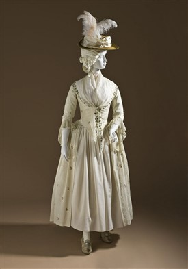 Photo:An embroidered line dress c 1780s. Los Angeles Museum of Art, Wikimedia Commons, Public Domain