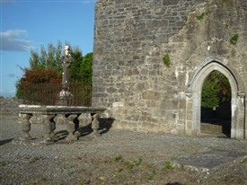 Photo:A table-stone memorial at the Augustin  Abbey graveyard, Ballinrobe