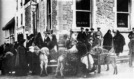 Photo:Poultry Market outside Ulster Bank c 1895